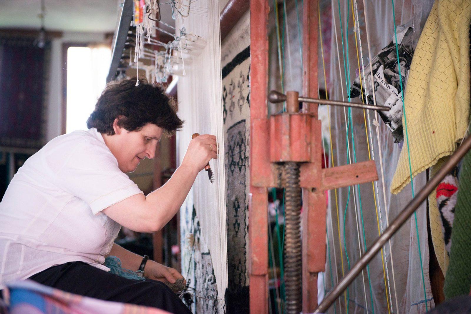 carpet-weaver-in-kruje-albania